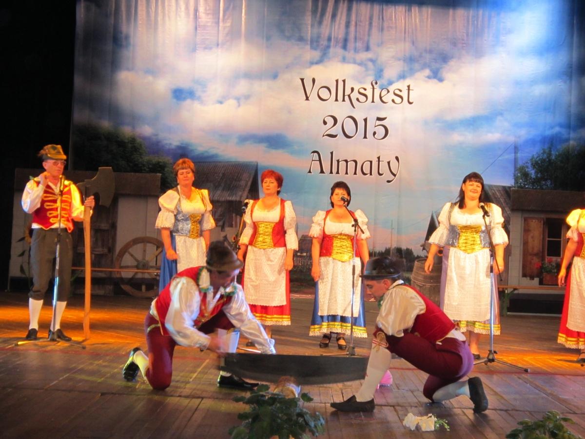 "VIII Международный фольклорный фестиваль «Volksfest – 2015» <br> Дата размещения: 11.10.2015, <a style=""text-shadow: 0px 0px 0;"" href=http://www.rusdeutsch.ru/?news=8092 target=_blank >Читать статью</a>, <a style=""text-shadow: 0px 0px 0;"" href=http://www.rusdeutsch.ru/fotos/10280_b.jpg target=_blank >Скачать</a>"